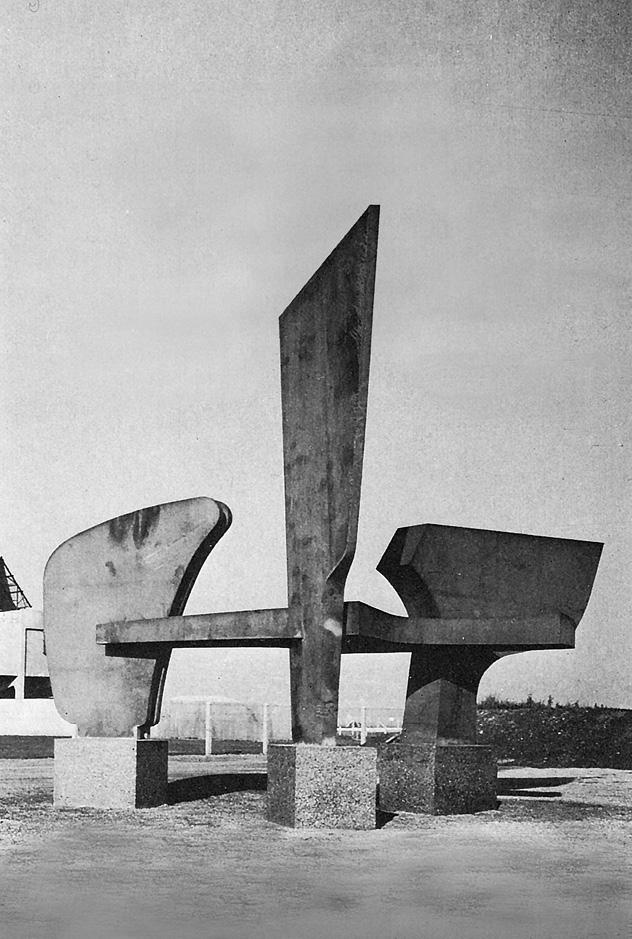 Sans titre, acier corten, 6mx 5,5m x 8m, 7 tonnes, 1972, Engis